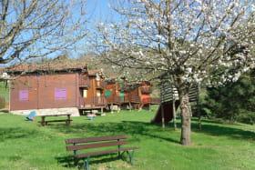 Gîtes de Priangue à Saint-Jacques-des-Arrêts (Rhône - Monts du Beaujolais) : terrain en herbe.