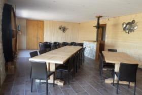 Les 3 gîtes du vignoble Aufranc à Fleurie (Rhône - Beaujolais des crus - vignoble) : pièce de jour du gîte de 12 personnes.