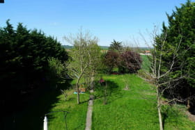 Meublé City Break à Vaulx-en-Velin (Métropole de Lyon) : vue sur la verdure depuis les chambres