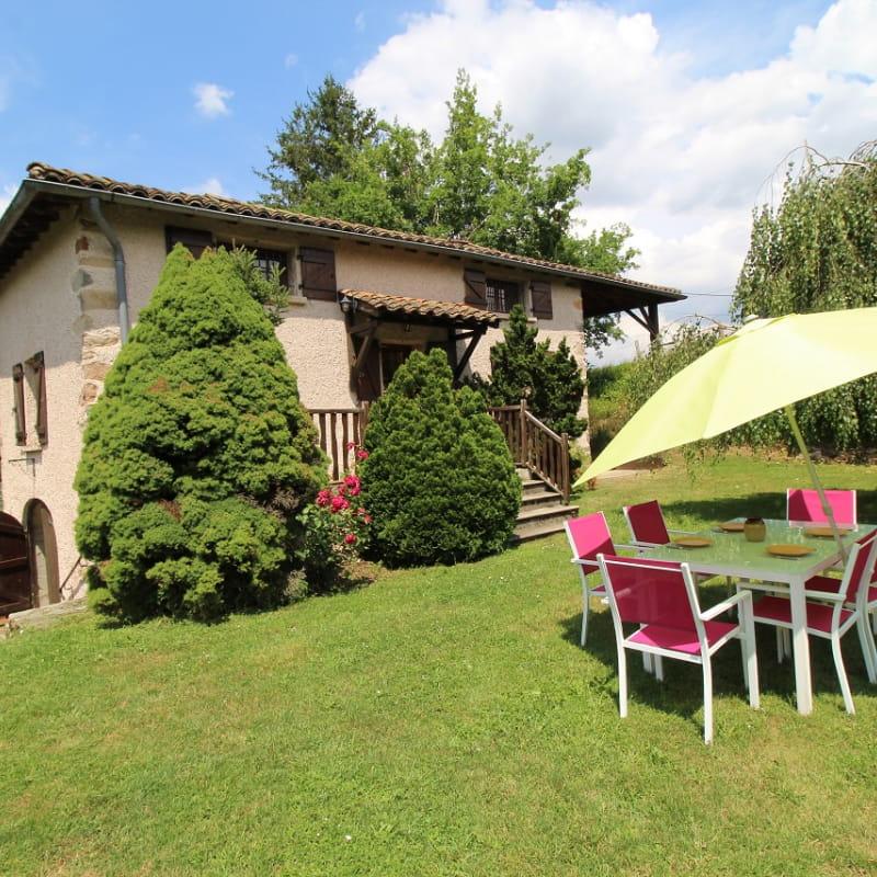 Le Gîte du Cèdre bleu à Ronno (Rhône - région Lac des Sapins).