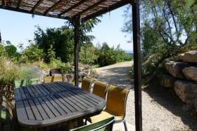 Gîte 'Le Chêne du Py' à Villié-Morgon (Rhône - Beaujolais vignobles - proximité de Belleville sur Saône) : terrasse couverte.