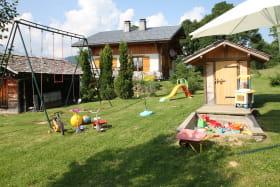 Chalet La Marmotte, Balançoires, bac à sable jeux d'enfants
