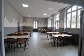 Grand Gîte (43 lits) des 2 Grosnes à Ouroux - Haut Beaujolais dans le Rhône : la salle à manger (60 m2).