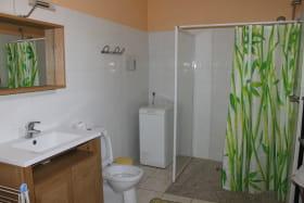 location 1 étoile aixlesbains Michaud salle de bain