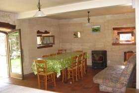 Maison Gite des Lacs Saint Bonnet Près Orcival salle à manger