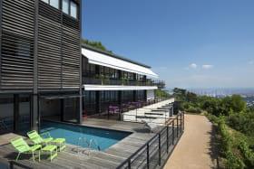 L'Ermitage Cuisine-à-manger - Hôtel avec piscine