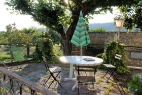 la terrasse plein sud avec vue sur la jardin
