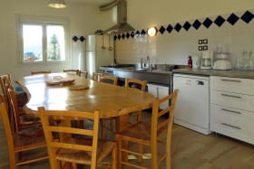 La cuisine et sa grande table