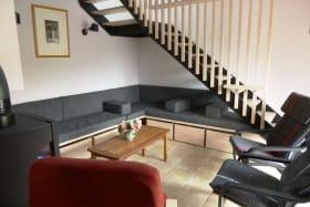 Le living est refait en mai 2015, avec un escalier confortable, et plus de places assises