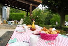 Le petit-dejeuner en terrasse