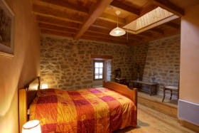 Chambre avec lit 140.