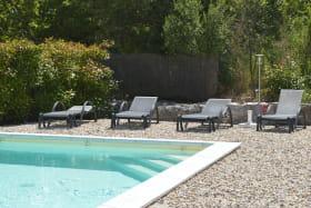 accès piscine avec 3 marches