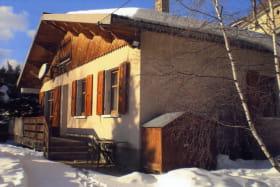 Le Chalet, l'hiver par temps de neige.