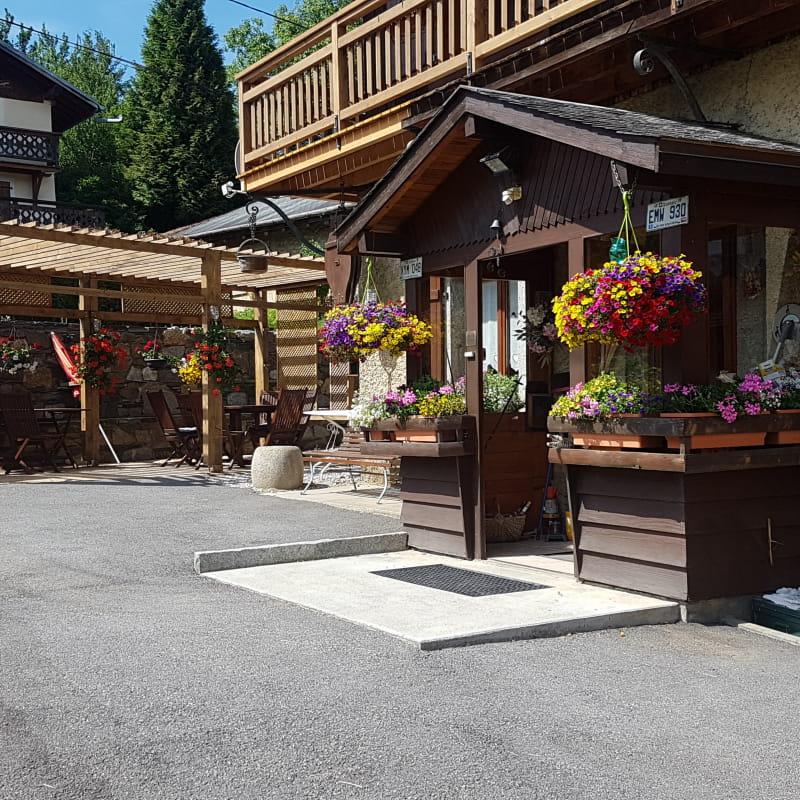 Entrée principale à la ferme du Mont-Blanc