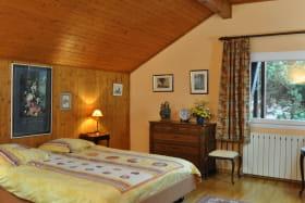 chambre lit double fenêtre