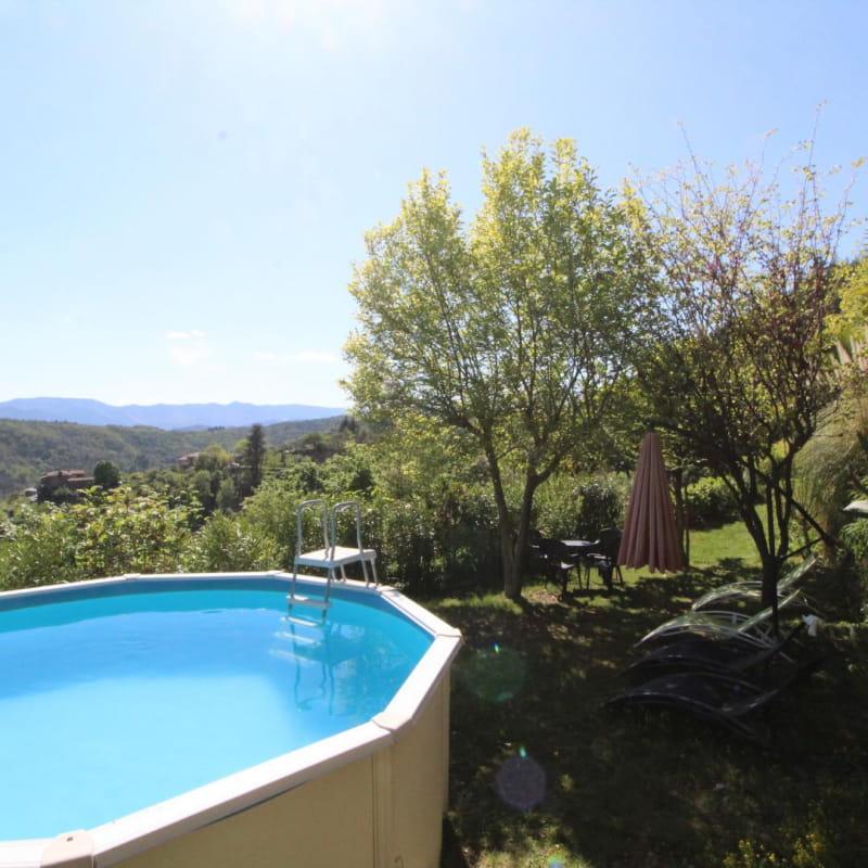 Jardin avec vue panoramique et piscine hors sol