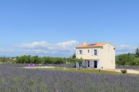Le charme de l'isolement et la praticité d'un centre village / The charm of seclusion with the practicality of the adjacent village