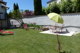 Gîte de la Grande Rue à Propières (Rhône - Beaujolais Vert) : le jardin.