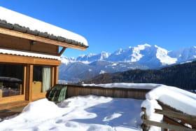 Le Mont Blanc vu de la grande terrasse accessible du salon salle à manger