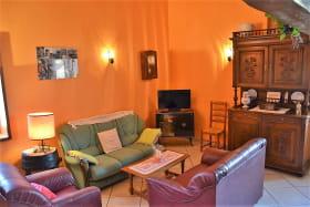 Gîte de La Treille à Corcelles-en-Beaujolais (Rhône) : le coin-salon.