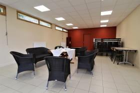 Grand Gîte (43 lits) des 2 Grosnes à Ouroux - Haut Beaujolais dans le Rhône : le salon, espace détente.