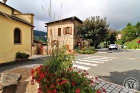 Gîte d'Etape et de Séjour - 10 personnes à Saint Marcel L'Eclairé - Haut Beaujolais, dans le Rhône : dans le village.