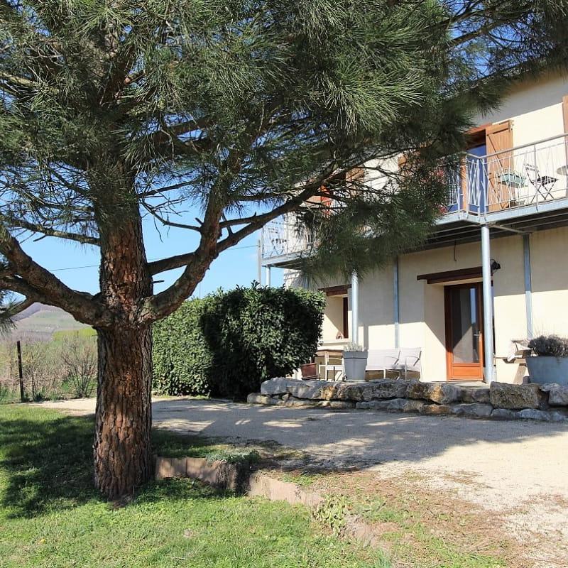'Gîte des 2 chênes' à Bessenay (Rhône-Lyonnais): le gîte se situe au rez-de-chaussée.