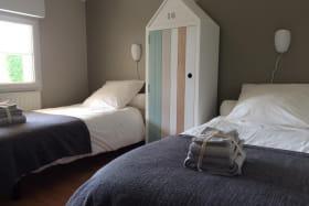 Chambre 2 : 2 lits jumeaux de 90