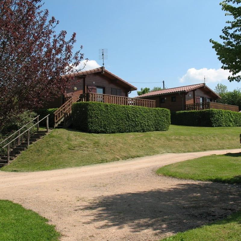 Chalet-Gîte du Plan d'eau d'Azole (Gîte N° 3) à Propières (Rhône - Beaujolais Vert)