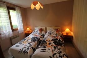 Gîte des Saignes à Beaujeu (Rhône - Beaujolais) : la chambre (2 lits 1 personne).