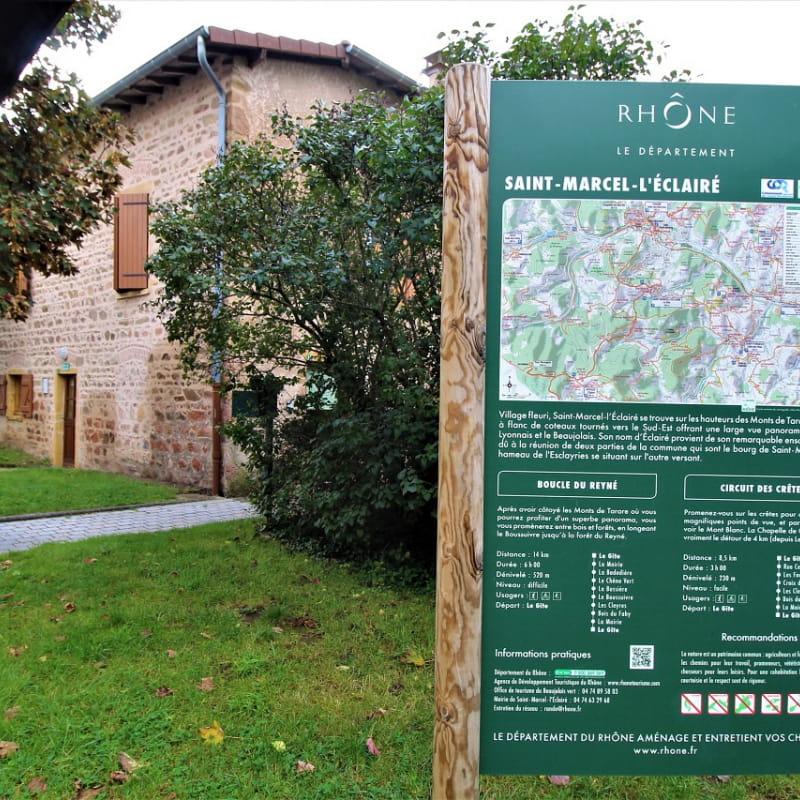 Gîte d'Etape et de Séjour - 10 personnes à Saint Marcel L'Eclairé - Haut Beaujolais, dans le Rhône.
