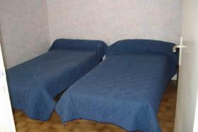 Gîte de la Forge à SARCEY dans le Rhône: chambre 2 lits.
