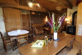 Gîte de la Grange du Mas Est à St Clément les Places dans le Lyonnais - Rhône : le séjour.