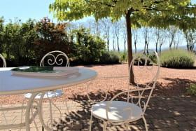 Gîte 'Le Carcan' à Fleurie (Rhône, Beaujolais, sud de Mâcon) : détente au calme.