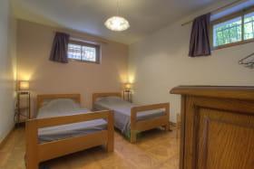 Chambre composée de deux lits simples.