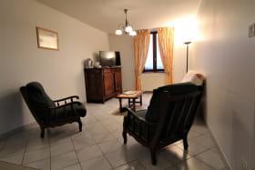 Le Gîte des Tuillières à Bagnols, dans le Beaujolais - Rhône : le coin-salon.