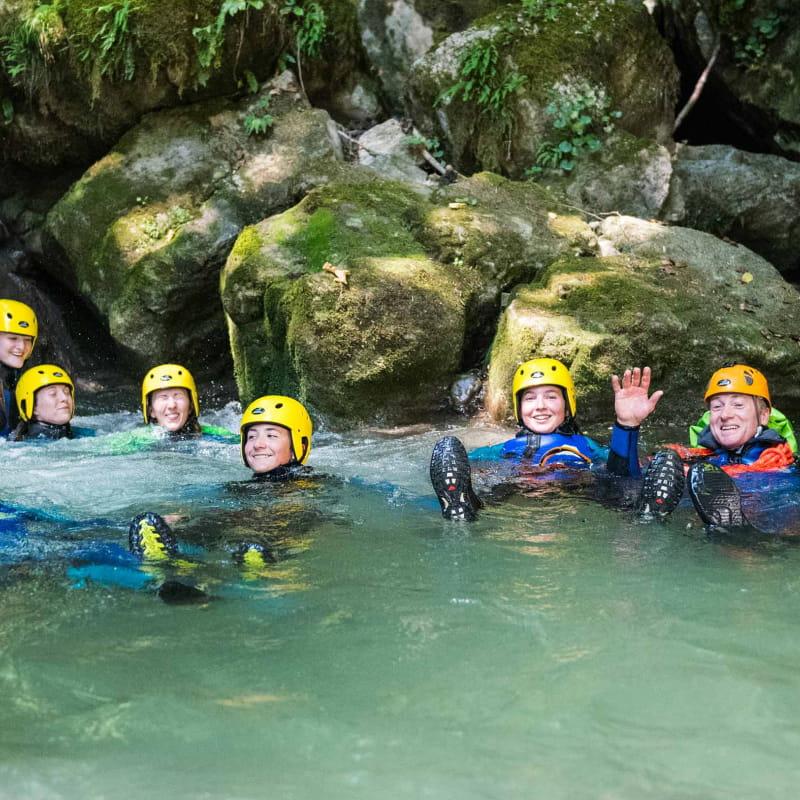 groupe dans une piscine du canyon