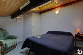 Chambre située au 1er étage, composée d'un lit en 140.