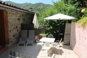 Salon de jardin et transat pour se détendre au soleil