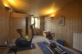 Gîte 'le Moulinois' à GLEIZE (Rhône - Beaujolais) : salle de fitness - sauna.