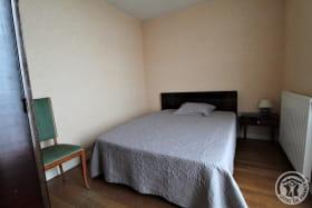 Gîte à l'étage de La Panoncelière à Rontalon dans les Coteaux du Lyonnais (Rhône): la chambre (1 lit 2 personnes).