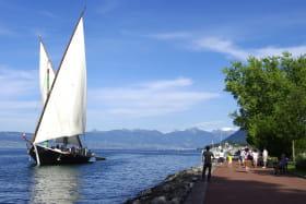 Barque La Savoie et quai promenade