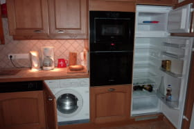 A votre disposition Lave-vaisselle, Lave-Linge, four chaleur tournante et micro-ondes
