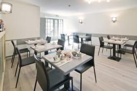 Hôtel Le Cantou Orcival espace de restauration 1