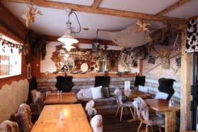 Intérieur restaurant le Farçon