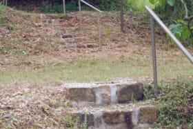 Escaliers vers sanitaires haut