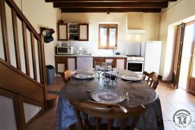 Gîte 'L'Orée des Vignes' à Cercié-en-Beaujolais (Rhône - Beaujolais): le coin repas.