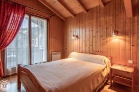 Chambre 1 avec 1 lit 2 personnes, accès balcon