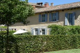 Le Logis de Claudine à Pommiers dans le Beaujolais (Rhône) : la maison en pierres de la région.