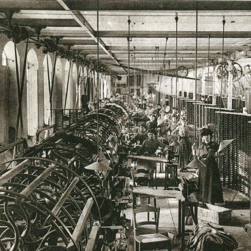 L'atelier d'ourdissage aux Soieries Bonnet à Jujurieux vers 1910 - Photographie